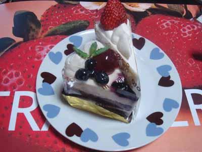 もりもと いちごショートケーキとブルーベリーチーズケーキ。