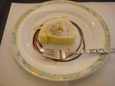 ザ・テラス ホワイトチョコのロールケーキ