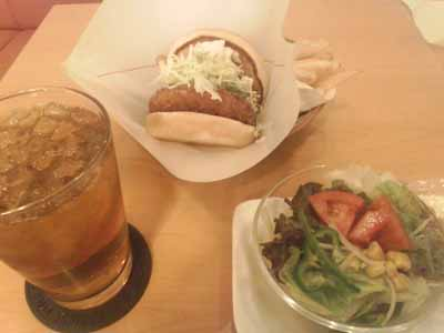 モスバーガー エビバーガーとグリーンサラダとウーロン茶