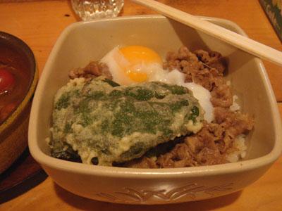 とら牛丼 温玉、ピーマンの天ぷら