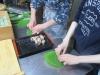 朴の葉寿司作り