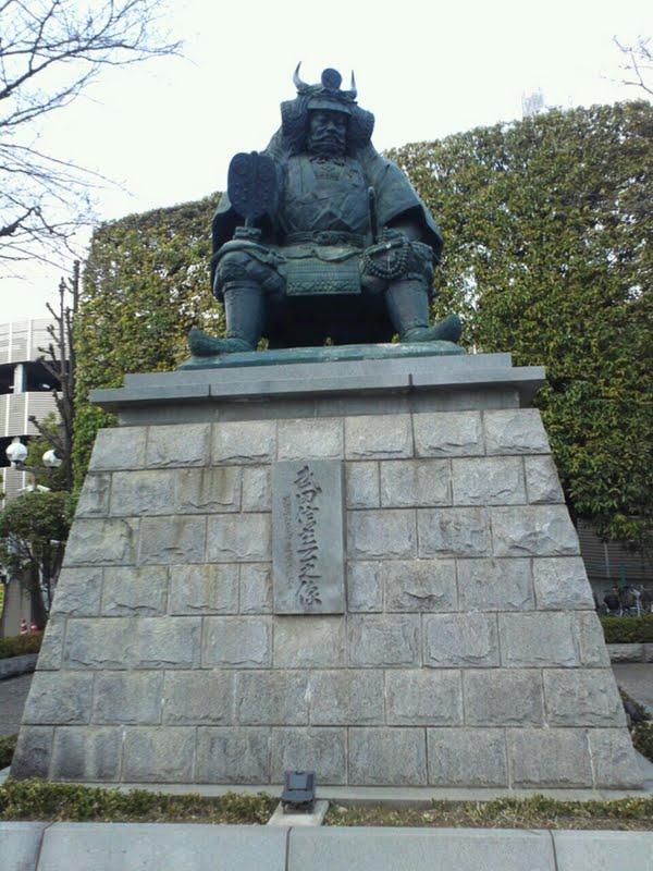 甲府駅の武田信玄像
