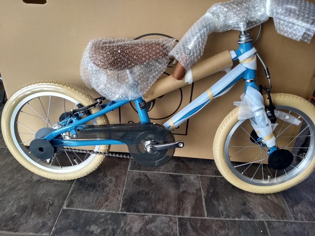 ちいさな自転車家 CRAZYSHEEP メリノ 幼児車