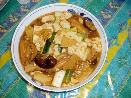 鶏の手羽先と豆腐の煮込み