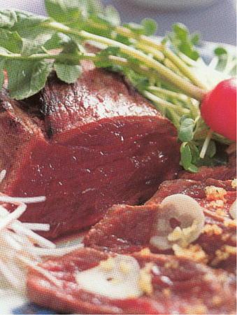 馬刺し・馬肉レシピ・調理法:馬肉のタタキ