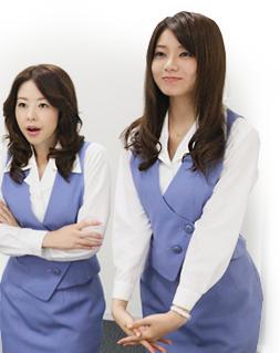 ショムニの制服で両手を組み話す堀内敬子