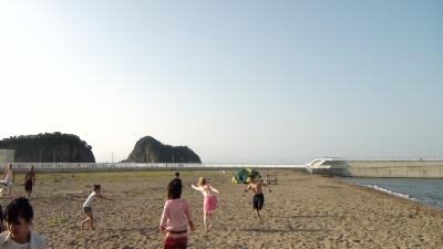 浜でフリスビー