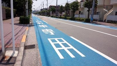 法政大学前の都道東大通りに自転車レーンが設置されました。学生の通学時間帯の安全対策など、市民の皆様から長年に渡りご要望をいただいていたものです!