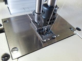 多本針二重環縫いミシン