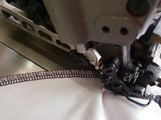 2本針4本糸ロックミシン