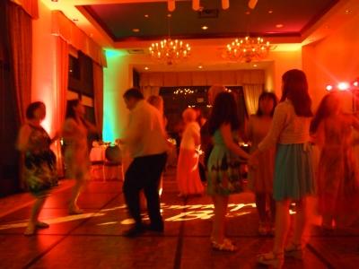 busで移動したホテルでは夜遅くまでダンスパーティ***