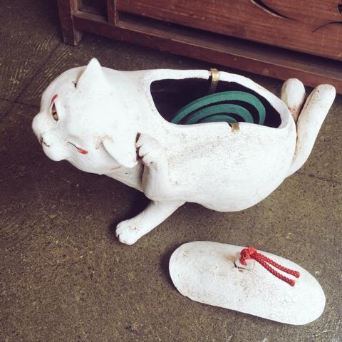 猫 蚊遣り器