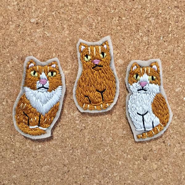 猫 ブローチ
