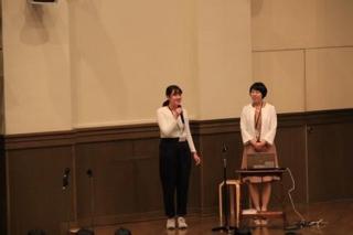 7ef1e3e4d4590 社会科講演会という事で、高校1年生から3年生までの500名に加え、保護者の方々10数名も集まってくださいました。 大学生会員の上田汐さんが同行してくれ、とても  ...