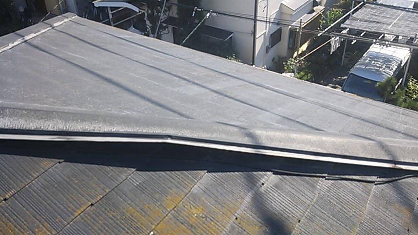 コロニアル葺き屋根・棟被害 2