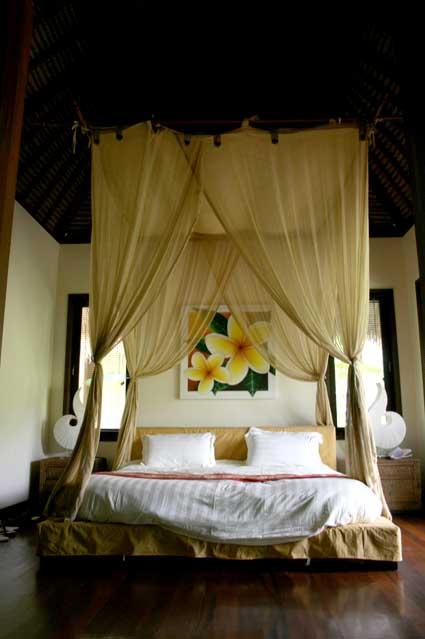 ナンディニ リゾートアンドスパ(Nandini Resort & Spa hotel Bali)ベッド(昼)