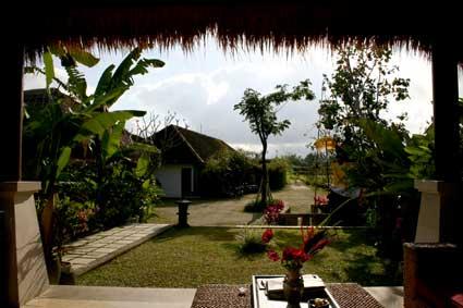 ナンディニ リゾートアンドスパ(Nandini Resort & Spa hotel Bali)エントランス