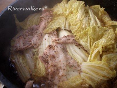 白菜とバラ肉の重ね蒸し