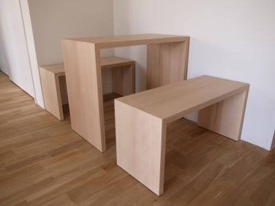以前納品した、コの字テーブルに合わせたベンチです。