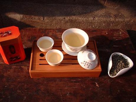 人参ウーロン茶。美容と健康に、おしゃべりに疲れたのどを潤してくれる。