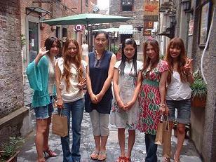 2006年、MAXのお姉さまたちがうちにお買い物に来てくださいました!