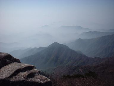 上海から汽車で杭州へ、杭州からバスで臨安へ、臨安からタクシーで西天目山国家公園へ。ある日山の空気が吸いたくなりふと出かけた。