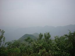 宜興『竹海』山頂より 連なる山々に囲まれた風光明媚な町