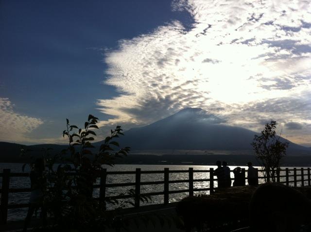 夕方、山中湖からの富士山