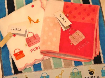 a0eee328b48e FURLAのハンカチタオルはパキッとした色味で華やかさ満点! 少し大判でふわふわの質感♡ デザインは女性の大好きな鞄やヒールなど、心をくすぐります。