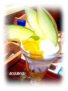 メロンとマンゴーのパフェ