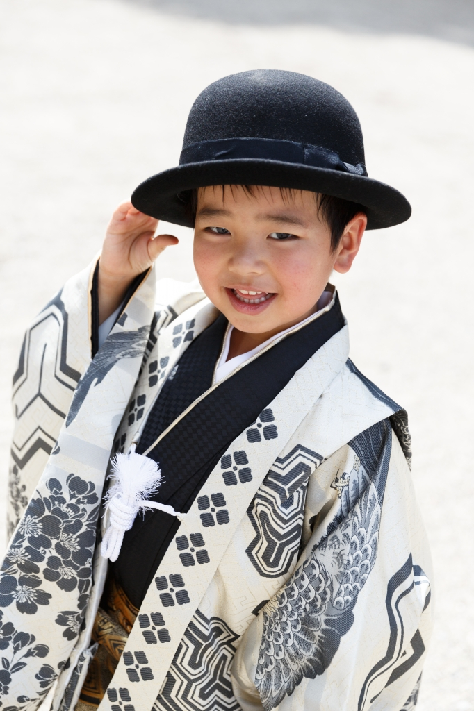 新作衣装で5歳男の子