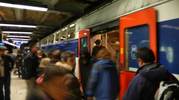 RERに乗り込む