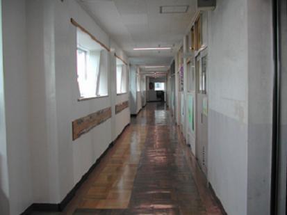 廊下...。