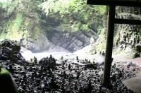 仰慕窟から岩戸川