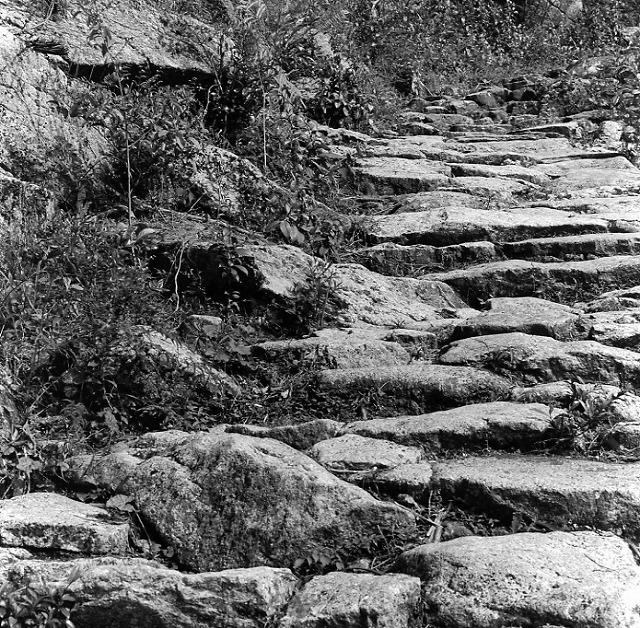 八鬼山越えのゴットン石