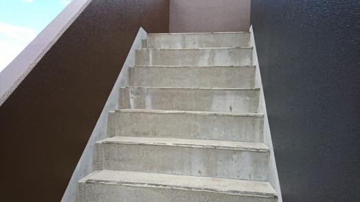 階段最上階 防水工事_190809_0001.jpg
