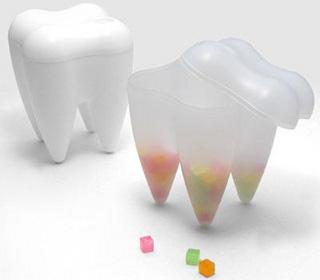 歯の形をしたキャンディーケース