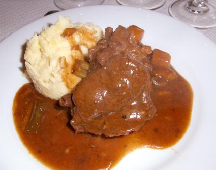 肉とポテト
