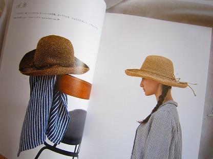 ナチュラルなかぎ針編みかごバッグと帽子