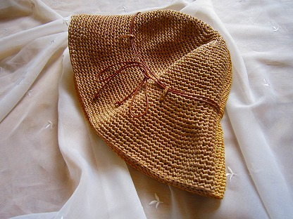 エコアンダリヤの帽子とヘレンカミンスキー