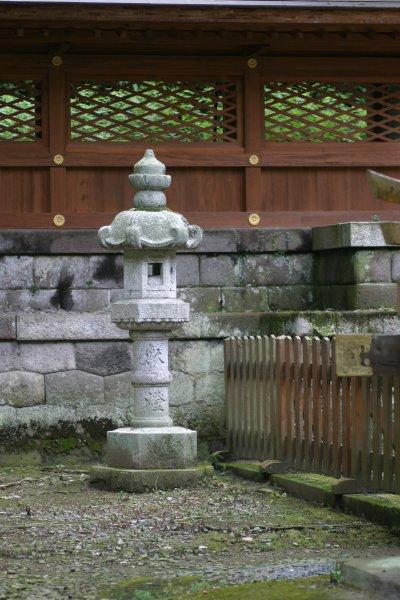 金鑚(かなさな)神社・石灯篭
