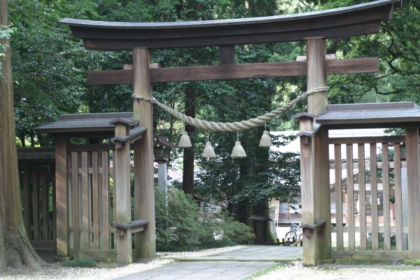 金鑚(かなさな)神社・鳥居