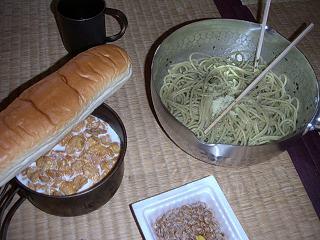 パスタ、パン、納豆、コーンフレーク