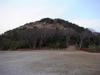 駐車場から見た笠山