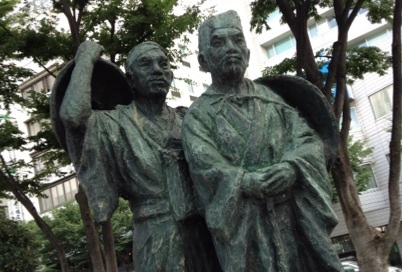 芭蕉翁と曽良 福島駅前