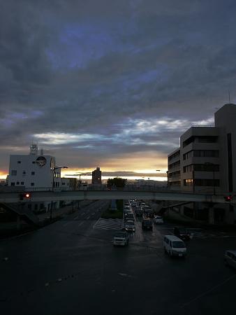 西八町 歩道橋 秋の夕暮れ