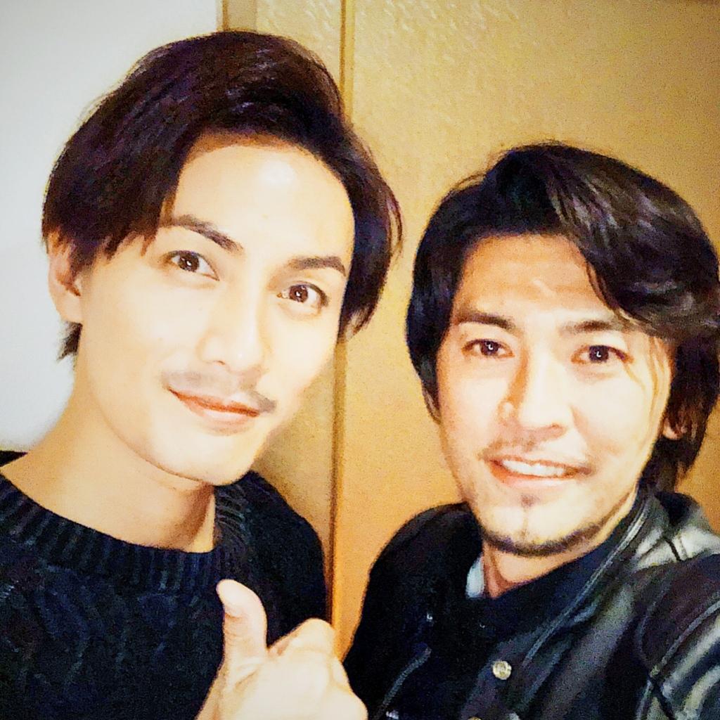 加藤和樹の主演舞台「僕らの未来」を荒木勇人が観劇したときの2ショット写真