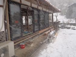 雪の中での作業