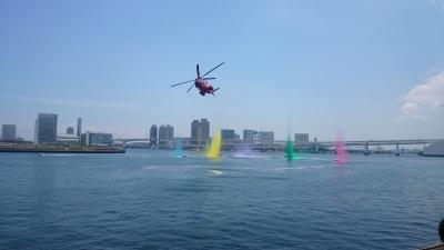 晴海埠頭みなと祭カラフルな放水の画像