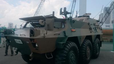 自衛隊の装甲車の画像
